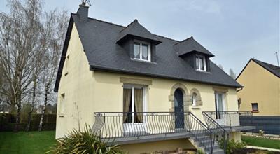 ST MEEN LE GRAND EXCLUSIVITE proximité centre ville, maison néo Bretonne sur sous-sol