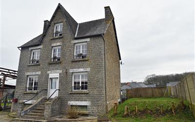 GOMENE BOURG maison d'habitation en pierre de 140 m² hab.
